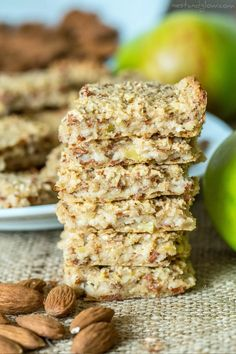 Recipes Snacks 3 Ingredients Easy and filling, these healthy breakfast bars made with oatmeal only have 3 ingredients. Snag this fast and easy homemade breakfast recipe for your busy little family and as a healthy snack option. Oatmeal Breakfast Bars Healthy, Healthy Bars, Health Breakfast, Healthy Foods To Eat, Healthy Snacks, Breakfast Recipes, Healthy Recipes, Apple Breakfast, Homemade Breakfast