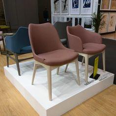 Das portugiesische Label Fenabel stellte seine Kollektionen von Stühlen auf der Imm Cologne 2017 aus.