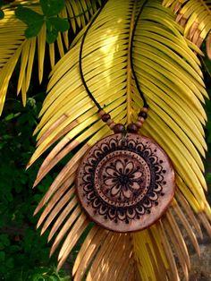 collana con mandala floreale fatto a mano di EffettoDomino su Etsy