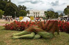 Camuflagem Com Pintura Corporal por Trina Merry - Pintura Corporal - Trina Merry - Blog Decostore - Embrace - White House - Couple - Art