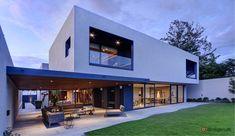 Der er ikke noget traditionelt over denne bolig, der giver beboerne rigeligt med plads og betagende views.