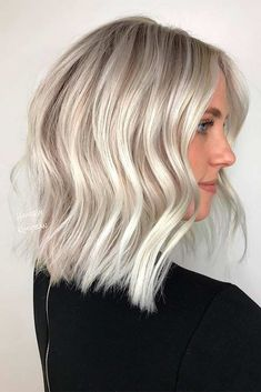 Blonde platinum hair has been in for a while already. If you have not tried it, it is not late! Discover the trendiest looks and get inspired. #haircolor #blondehair #platinumblonde