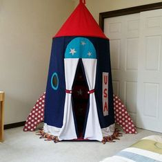 Rocketship Tent, Spaceship tent, Rocket USA, Child's room decor, Gift for kids The pin is DIY. Boys Room Decor, Boy Room, Child's Room, Room Kids, Kids Bedroom, Diy Rocket, Kids Room Organization, Space Theme, Kids Room Design