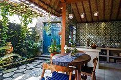 Sweet Bali cottage Ubud Palace, Bali Style, Bali Fashion, Vacation Home Rentals, Balinese, Small World, Natural Materials, Pergola, Tropical