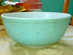 Greetings fellow Pyrex lovers! Instead of poetically telling you about my weekend at The Packwood Flea Market with the outrageous Pyrex pr...