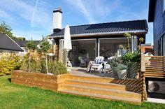 Bilderesultat for platting blomsterkasse Back Gardens, Outdoor Gardens, Summer House Garden, Backyard Patio Designs, Outdoor Living, Outdoor Decor, Modern Kitchen Design, Garden Inspiration, New Homes