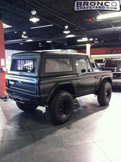 Only Ford I'd post! Old Ford Bronco, Bronco Ii, Early Bronco, Classic Bronco, Classic Ford Broncos, Classic Trucks, Cool Trucks, Big Trucks, Customised Trucks