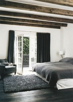 Exposed beams. Grey bedding.
