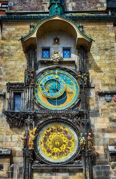 Astronomical clock in Prague, Czech Republic. Prague Astronomical Clock, Unusual Clocks, Clock Art, Grain Of Sand, Beautiful Gif, Antique Clocks, Story Setting, What A Wonderful World, Beautiful Architecture