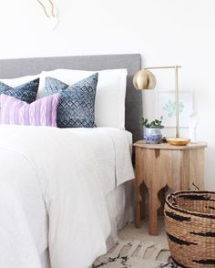 Yay it's friyay! and this beautiful bedroom is brought to you by @danielleoakeyinteriors it's legit right? She's my #followfriday friend today and you guys are gonna LOVE her feed. She's a deal finding sleuth aka a woman after my own heart #onetofollow #ff #CopyCatChic