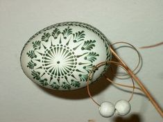 Eastern Eggs, Egg Shell Art, Carved Eggs, Easter Egg Designs, Easter Egg Crafts, Egg Art, Button Art, Egg Decorating, Egg Shells