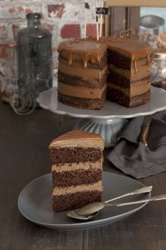 Chocolate cake with salted caramel and chocolate ganache Chocolate Naked Cake, Death By Chocolate, Chocolate Ganache, Chocolates, Cooking Cake, No Sugar Foods, Drip Cakes, No Bake Cake, Yummy Cakes