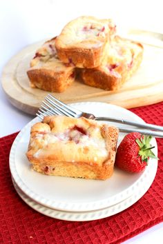 Strawberry Drizzle Cakes - Erren's Kitchen - This recipe for is a summery twist on lemon drizzle cake. It's secret ingredient is cream cheese which makes them rich, moist and decadent! #delicious #recipe #cake #desserts #dessertrecipes #yummy #delicious #food #sweet