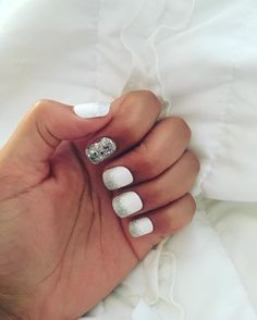 """396 Likes, 11 Comments - imPRESS Gel Manicure (@impressmanicure) on Instagram: """"Sparkle & shine like @officialericat for the holidays in this gorgeously glittered accent #mani…"""""""
