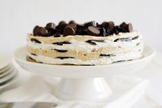 Few desserts are more impressive to look at, but as easy to make! The classic flavor combination of peanut butter and marshmallow make this no-bake, chilled dessert a winner that will impress at any event. Great Desserts, Summer Desserts, No Bake Desserts, Frozen Desserts, Frozen Treats, Chocolate Peanut Butter, Chocolate Recipes, Cake Cookies, Cupcake Cakes