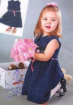 Голубое ажурное платье вязаное спицами