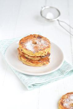 Ingrediënten voor 10 st. 2 appels, 150 gr kwark, 50 gr boekweitmeel,2 eieren 1 tl bakpoeder,1 tl kaneel Snuf zout,Olijfolie om in te bakken