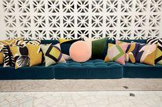Coussins, showroom India Mahdavi, rue Las Cases à Paris. | Artravel Magazine