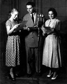 Radio BELGRANO, Buenos Aires, década del 50. Adolfo Salinas frente al micrófono.