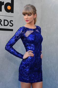 i love the vibrant colour of Taylor's dress here. i posted a different photo of it a few months back and seem to remember it's by Zuhair Murad. isn't it striking?