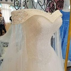 AHW005 New Arrival Elegant Off-Shoulder Tulle Train Wedding Dresses with Beaded 2017