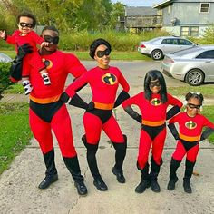 The Incredibles CosPlay (The Girls) Purim Costumes, Pregnant Halloween Costumes, Homemade Costumes, Family Costumes, Cool Costumes, Costume Ideas, Amazing Costumes, Incredibles Costume Family, Family Christmas Pajamas