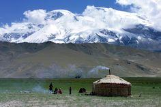 http://freecabinporn.com/post/17227300965/mongolian-ger