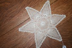 11 from point to point pineapple crocheted doily. Great vintage condition.
