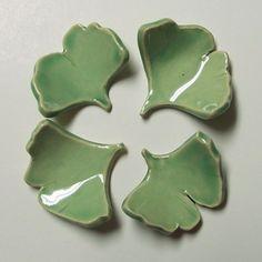 gingko leaf hashi oki can be used as holder for teabags or chopsticks -Love Chopstick Holder, Chopstick Rest, Ceramic Pottery, Ceramic Art, Baguette, Japanese Chopsticks, The Potter's Wheel, Leaf Art, Pottery Studio