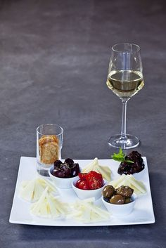 White wine olives cheese and jam |Wine|Dine|Wine for Christmas|Christmas Party|Best Wine|Great Wine|Celebration|Party time|| #wine #dine #christmas #party #christmasparty #greatwine #celebration #partytime ||www.sonomaartisan.comn||