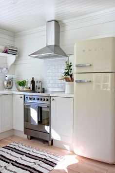 Awesome smeg refrigerator for modern kitchen decorating : white cabinets and subway tile backsplash with smeg Smeg Kitchen, Smeg Fridge, White Kitchen Cabinets, Kitchen Appliances, White Refrigerator, Kitchen Refrigerator, Rustic Kitchen, Kitchen Decor, Beddinge