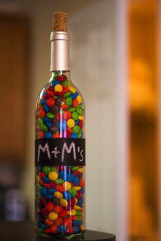 İçinizdeki çocuk hala ölmediyse mutfaktaki şekerlemeleri şişelere doldurabilirsiniz.