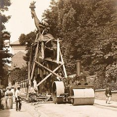 Construction of the statue of liberty in Paris 🌺🌻✿❀❁For more great pins go to Vintage Pictures, Old Pictures, Old Photos, Louis Daguerre, Old Paris, Vintage Paris, Paris Paris, Paris Atelier, Best Vacation Destinations