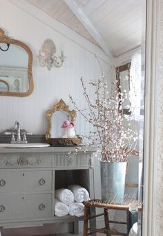 Graceful chaired french country shabby chic home my explanation French Country Cottage, French Country Style, Country Chic, Cottage Style, French Chic, Country Living, French Decor, French Country Decorating, French Interior