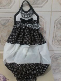Black & White pulls bag dispenser. For recycling grocery bags. PUXA SACO PRETO E BRANCO