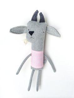 Plush Goat Friend Finkelstein's Center Handmade por finkelsteins