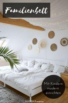 Skandinavisch Wohnen Mit Boho Ethno Wandgestaltung Im Schlafzimmer Mit  Dachschräge Und Familienbett Schlafzimmer Dachschräge