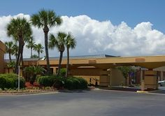 Book a room at the Quality Inn & Suites hotel in Gulf Breeze, FL. This Gulf Breeze hotel is near Pensacola Bay and Zoo Northwest Florida. Gulf Breeze Florida, Pensacola Florida, Florida Hotels, Florida Travel, Great Places, Places To Go, Construction Area, Pictures Online, Outdoor Pool