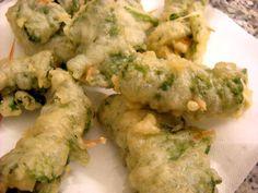 frittelle di borragine (un'erba spontanea) ripiene di mozzarella ed acciughe pastellate e fritte