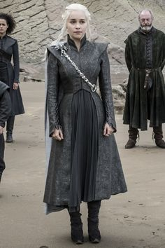 The Reason Daenerys Believes She Is Barren Goes Back to Season 1 Game Of Thrones Outfits, Game Of Thrones Costumes, Danyeres Targaryen, Game Of Trone, Mother Of Dragons, Badass Women, Narnia, Historical Clothing, Modest Outfits