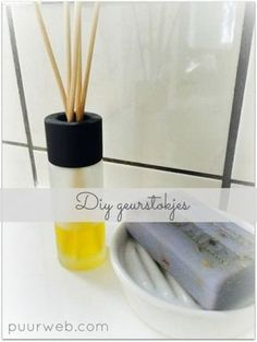 Diy: make fragrance sticks yourself - Felicia Homemade Cleaning Products, Natural Cleaning Products, Hacks Diy, Cleaning Hacks, Room Diffuser, Diy Deodorant, Home Made Soap, Diy Home Improvement, Diy Makeup