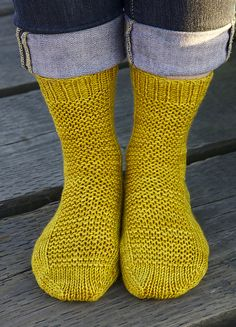 Ravelry: free basic worsted sock pattern in all sizes. Great site.  FRANNY likes these! :)