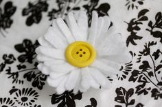 how to make a felt daisy chain crown, fairy crafts by MollyMooCrafts.com