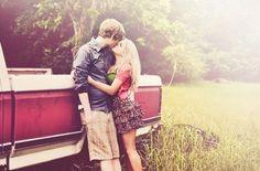 爱情,其实就是习惯了另一个人的习惯。习惯了关心一个人和被一个人关心,习惯了两个人在一起,习惯了有淡淡的亲吻,习惯了有暖暖的笑脸,习惯了有一个人在你心里。