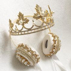 These Crown Headphones Are Fit for a Queen Crown Headphones, Cute Headphones, Cute Jewelry, Jewelry Accessories, Diamond Crown Ring, Accesorios Casual, Dolce E Gabbana, Things To Buy, Stuff To Buy