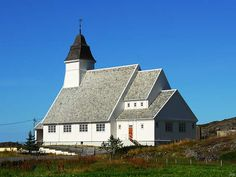 The Brattvær church on the west end of the island Smøla (north of Kristiansund) was built in 1917 and has 420 seats.