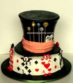 bolo decorado alice Cartola do Chapeleiro Louco  e cartas Soldado