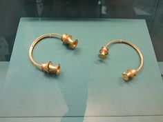 Torques galaicos no Museo Británico Archaeology, Roman, History, Earrings, Jewelry, Old Art, British Museum, Museums, Historical Art