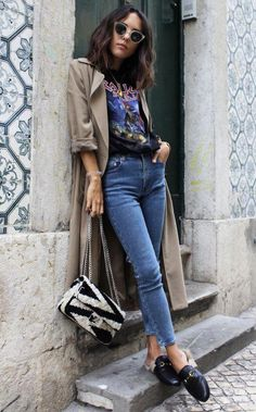 casual street style outfit with jeans and beaige trench Look Fashion, Fashion Outfits, Womens Fashion, Fashion Trends, Denim Fashion, Rock Style Fashion, Fall Fashion, Lolita Fashion, Fashion Styles