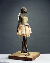 Degas, la petite danseuse de quatorze ans, Marie van Goethem, 1881, sculpture qui fera scandale à cause de son hyperréalisme et parce que Marie est pauvre et se livre à la prostitution pour survivre.